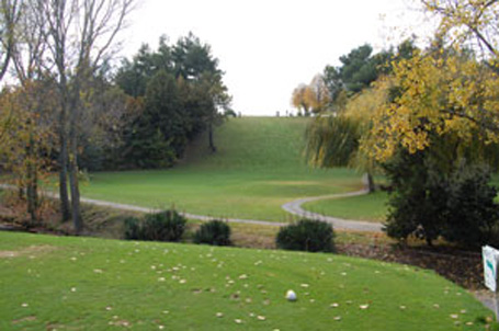 Carcassonne golf club tee off hole 1